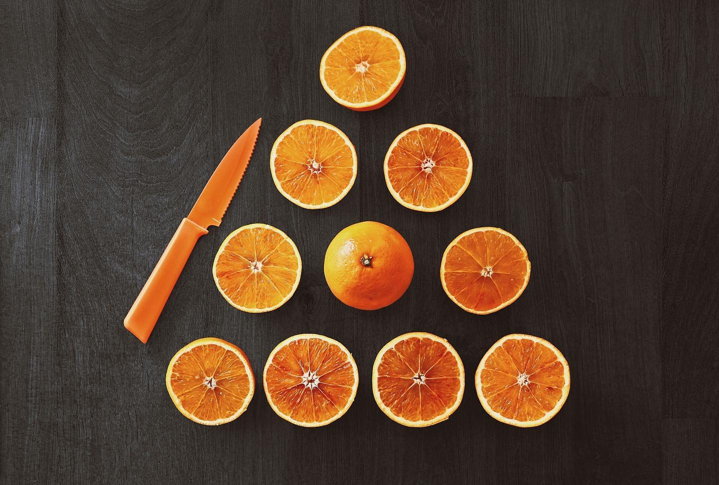 Oranges are full of vitamin C and rich in antioxidants, both of which help reduce the risk of glaucoma, age-related macular degeneration and cataracts. Oranges are also great stocking stuffers! Who else always gets one in there stocking?! #eyepractice #rockwoodoptometrist #guelphoptometrist #rockwoodoptometry #guelphoptometry #vitaminC